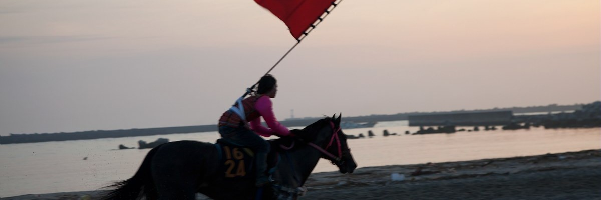 27/07/2012  -  Japon / Fukushima  -   Noriko Takasugi / Le Pictorium  Fukushima Samurai Fukushima Samurai -  27/07/2012  -  Japan / Fukushima  -  She wakes up at 4 am every morning to practice horse racing when it becomes two months before Soma Nomaoi in this beach where the terrific tsunami occurred in 2011.     -  Noriko Takasugi / Le Pictorium